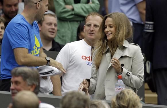 ब्रिटेनचा अँन्डी मुरे लढणार टॉमी रोब्रडो विरोधात विंबलडनच्या ऑल इंग्लंड लॉन टेनिस चॅम्पियनशिपमध्ये.