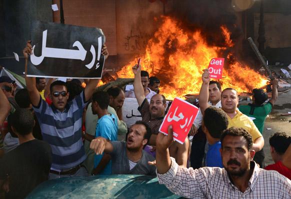 इजिप्त मुस्लिम राट्राध्यक्ष मोहम्मद मोरसी यांच्या विरोधात अरबी शब्द सोडा यासाठी आंदोलन.