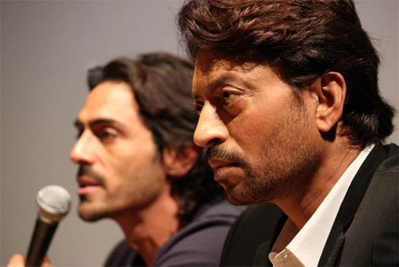 महाराष्ट्रीतील पुणे येथे  इरफान खान आणि अर्जुन रामपाल  'डी डे'. यांचा फेसबुकवर पोस्ट केलेला फोटो