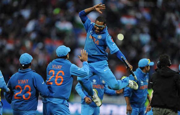 टीम इंडियाचा कॅप्टन महेंद्रसिंग धोनीने कमाल केली आणि टीमच्या शिलेदारांनी असी धमाल केली.
