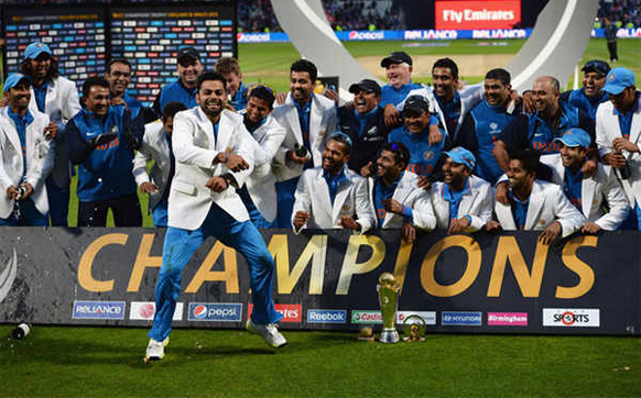 टीम इंडियाचा कॅप्टन महेंद्रसिंग धोनीने कमाल केली. अखेरच्या षटकात २ षटकार आणि १ चौकार ठोकून भारताचा विजय साकारला. त्यानंतर विरोट कोहलीने गंगनम स्टाईल दाखविली