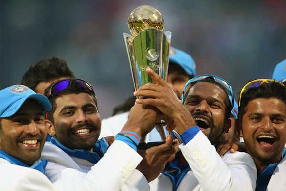 ट्राय सिरीजच्या विजयानंतर टीम इंडियाचे सदस्य