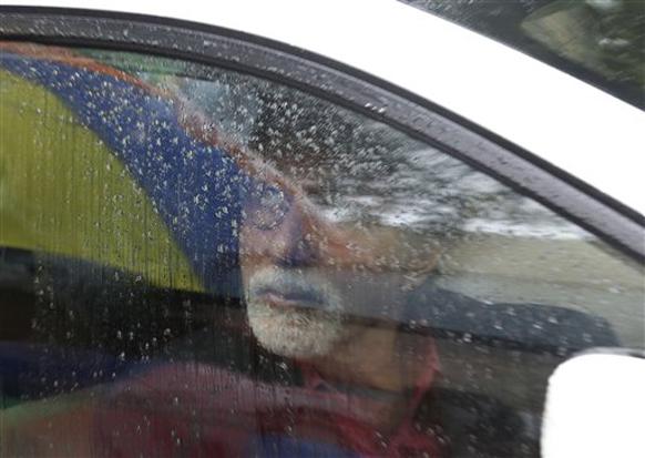 मुंबईतील पावसाचा आनंद गाडीतूनच घेताना बिग बी अमिताभ बच्चन