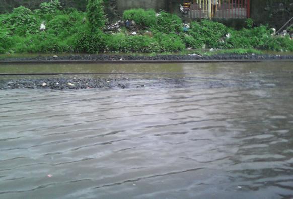 मुंबईत रेल्वेरूळ पाण्याखाली