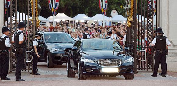 प्रिन्स विल्यम्स आणि त्यांची पत्नी केट मिडलटन यांना पुत्ररत्नाची प्राप्ती झालीय... ब्रिटनला नवा राजपुत्र मिळालाय.... त्याचाच हा उत्साह