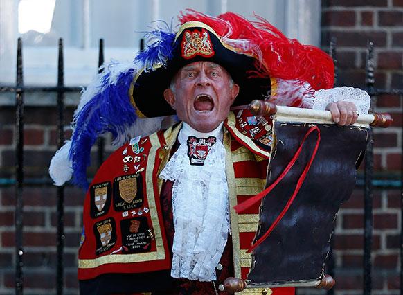 टोनी अॅपलटॉन, 'टाऊन क्रायर'... राजपुत्राच्या जन्माची बातमी ओरडून सागंताना....