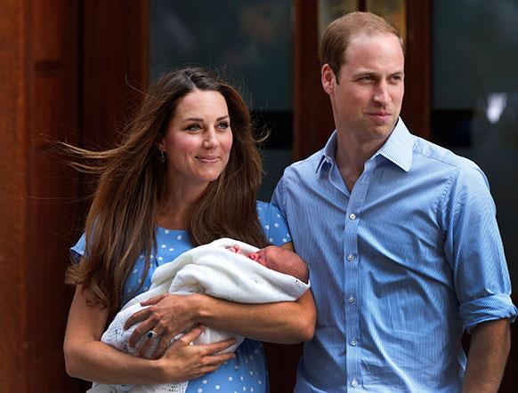 प्रिन्स विल्यम्स आणि त्यांची पत्नी केट मिडलटन यांना पुत्ररत्नाची प्राप्ती झालीय... ब्रिटनला नवा राजपुत्र मिळालाय....