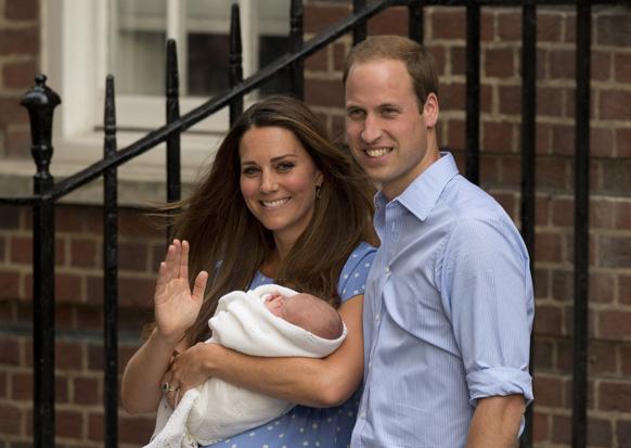 प्रिन्स विल्यम्स आणि त्यांची पत्नी केट मिडलटन यांना पुत्ररत्नाची प्राप्ती झालीय...