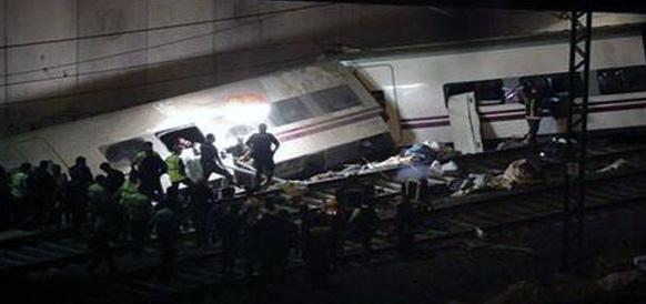 स्पेनमध्ये झालेल्या रेल्वे दुर्घटनेत ६० लोकांचा बळी गेला असून १०० पेक्षा अधिक लोक जखमी झाले आहेत. रेल्वे रूळावरून घसरल्याने हा अपघात झाला.