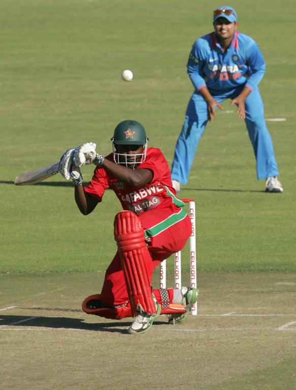 भारतीय गोलंदाजीपुढे झिंम्बाब्वे खेळाडूंचे काही चालले नाही.