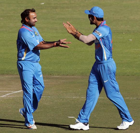 भारताच्या अमित मिश्राने विकेट घेतली आणि कर्णधार विराट कोहली खूश...