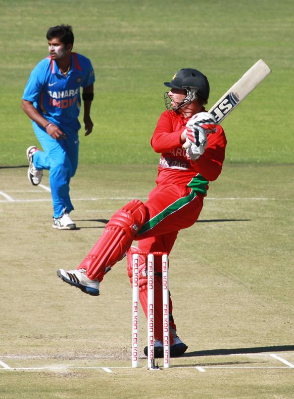 ब्रेंडन टेलरने विनय कुमारच्या गोलंदाजीवर जोरदार फटका मारला