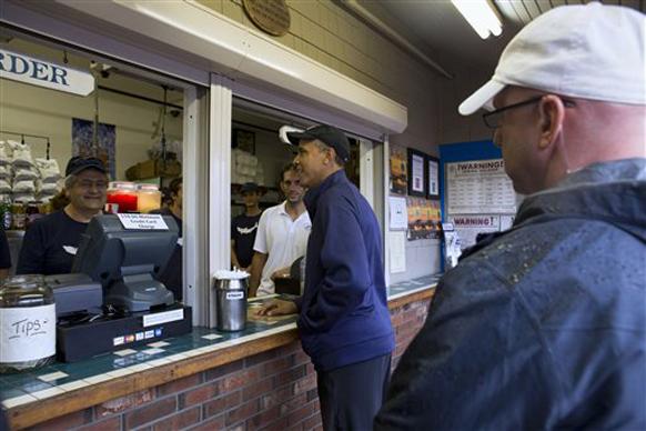 अमेरिकेचे अध्यक्ष बराक ओबामा सध्या सुट्टीवर आहेत. त्यांनी भारतीय जेवण घेणे पसंत केले. त्यांनी व्हाइनयार्डच्या बेटावर नॅन्सी  रेस्टॉरंटमध्ये लंच केलं