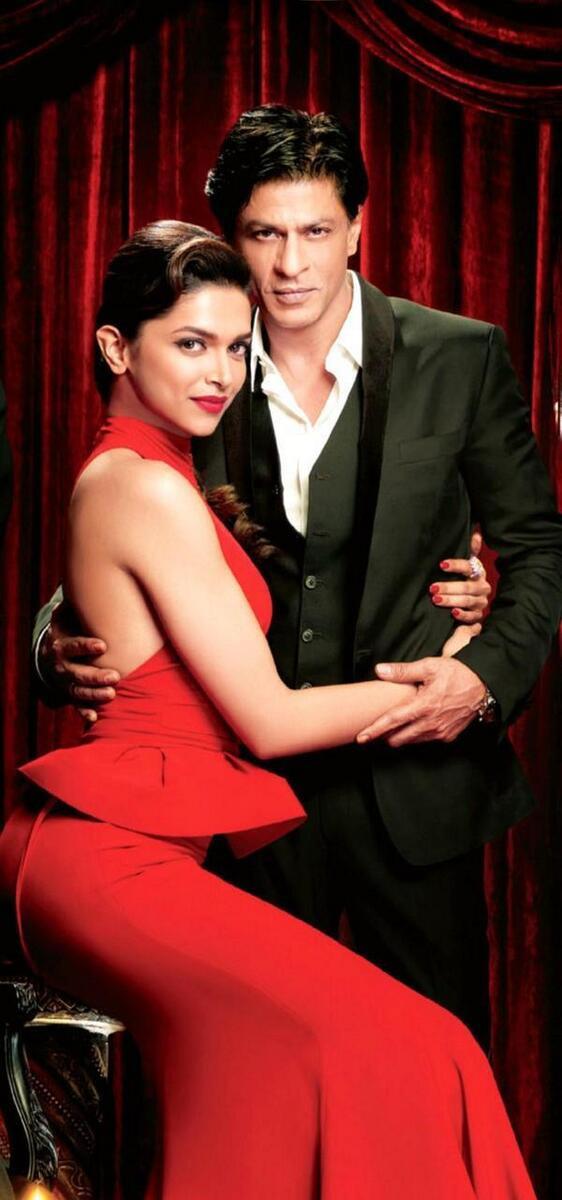 चेन्नई एक्स्प्रेसच्या काल्पनिक विवाह पोजमध्ये शाहरुख खान आणि दीपिका पदुकोण