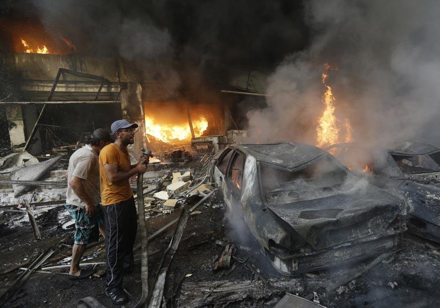 लेबेनॉन येथील बैरूत येथे झालेल्या स्फोट. ही स्फोट एका अतिरेकी संघटनेने घडवून आणला.