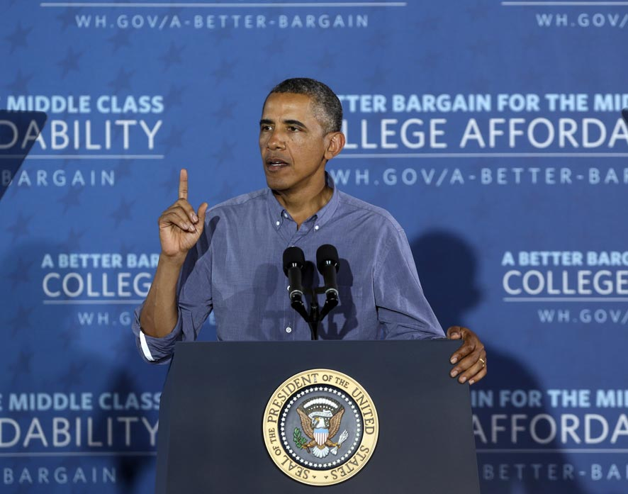 न्यू यॉर्कमधील एका सायराकस शहरात अमेरिकेचे अध्यक्ष बराक ओबामा हे एका हॅनिंगर शाळेत बोलतांना