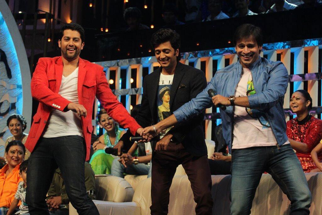 रितेश देशमुख, आफताब शिवदासानि आणि विवेक ओबेरॉय झी टीव्हीवरच्या 'डान्स इंडिया डान्स सुपर मॉम्स'मध्ये 'ग्रँड मस्ती'चं प्रमोशनसाठी पोहचले होते.