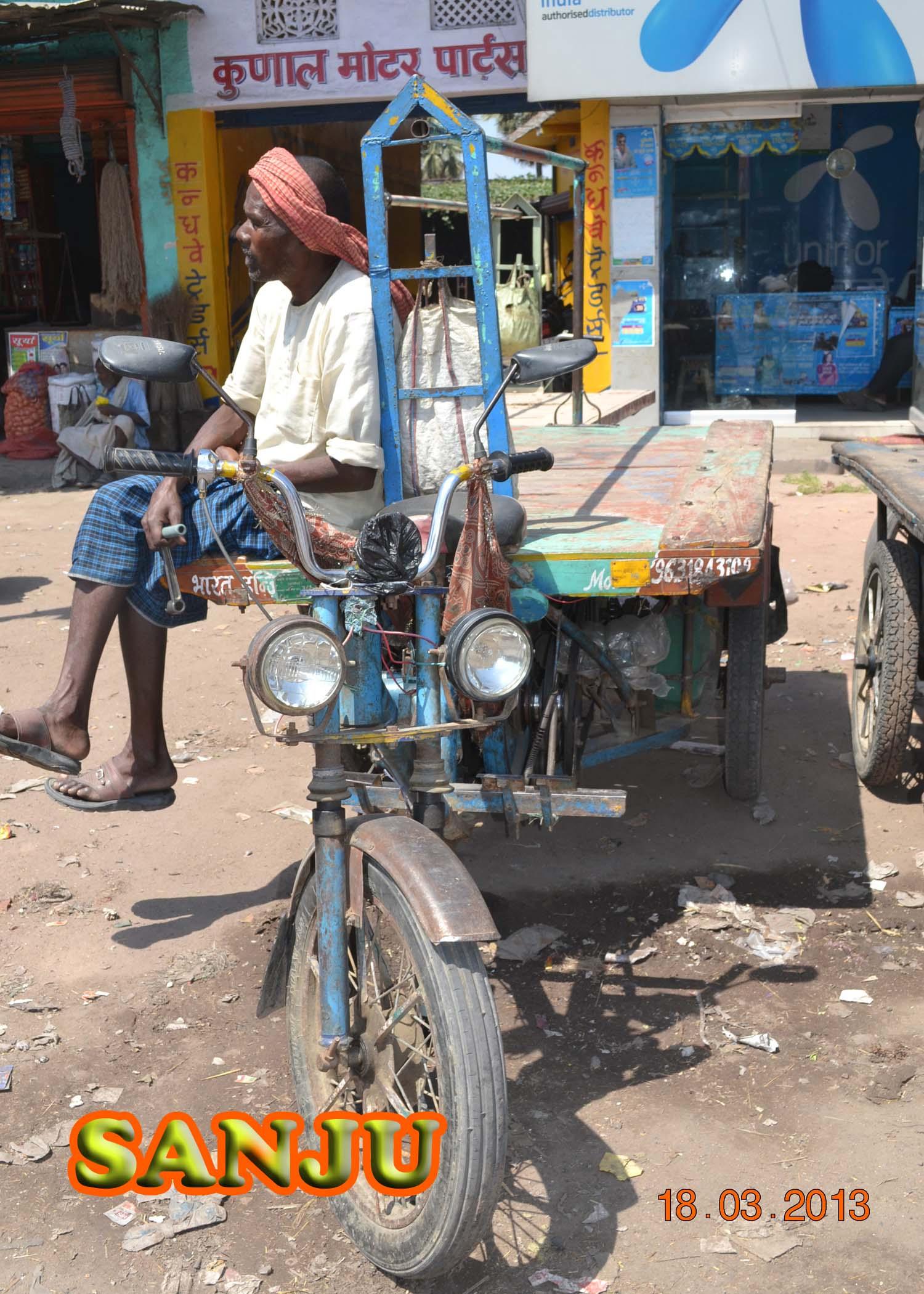 अतिशय जुनी, खराब अशी वाहतूक सायकल