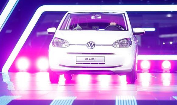 फोक्सवॅगनची नवीन  e-up कार
