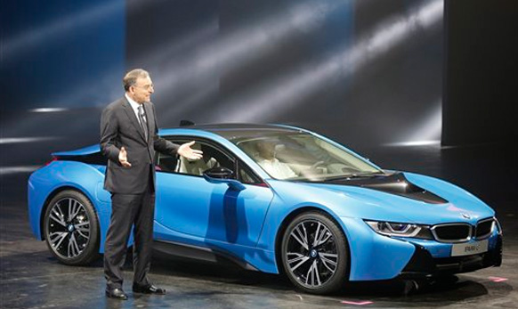 बीएमडब्ल्यूची नवीन BMW i8 plug-in hybrid sports