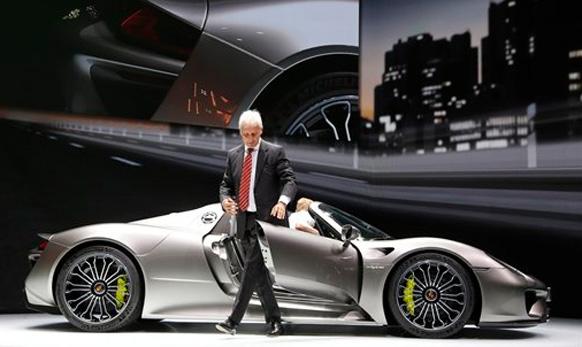 पोर्शची नवीन Porsche 918 hybrid कार