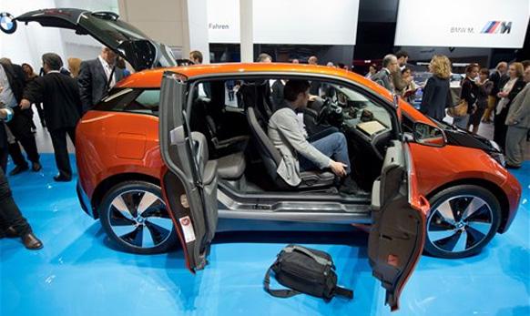 बीएमडब्ल्यूची नवीन इलेक्ट्रीक कार  i3 electric car