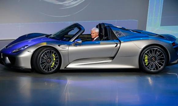 जर्मनीच्या फ्रँकफर्ट ऑटो शोमध्ये पोर्श कारची नवीन सिरीज लॉन्च करण्यात आली. पोर्श ९१८  स्पाडर ही नवीन कार लॉन्च करण्यात आली.