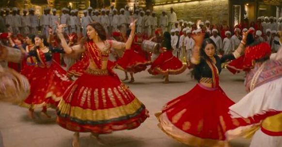 'रामलीला' सिनेमातील नवं गाणं 'नगाडा संग ढोल...' च्या तालावर नाचणारी दीपिका पदुकोण