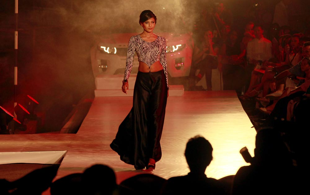 श्रीलंकेतील कोलंबो फॅशन शोमधील मॉडेल