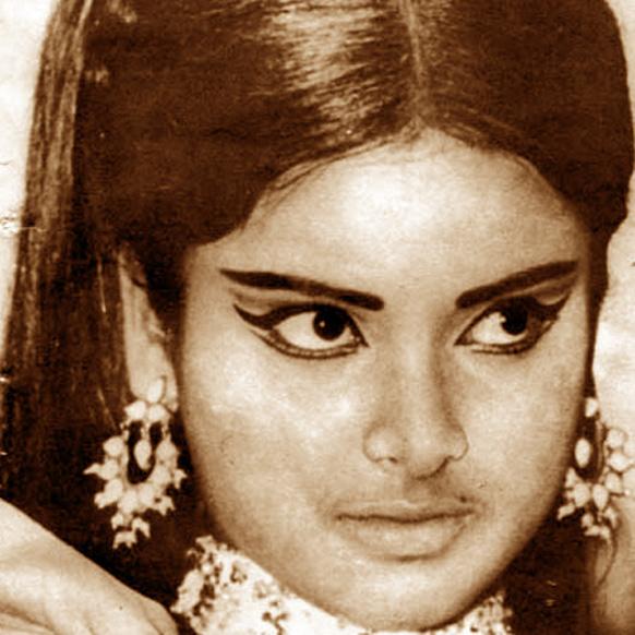 सुरूवातीच्या काळात रेखाला कुरूप म्हणून हिणवलं जात होतं. तिचं रूप पाहून ती कधी सुंदर अभिनेत्री बनेल, यावर कुणाचा विश्वासच नव्हता.