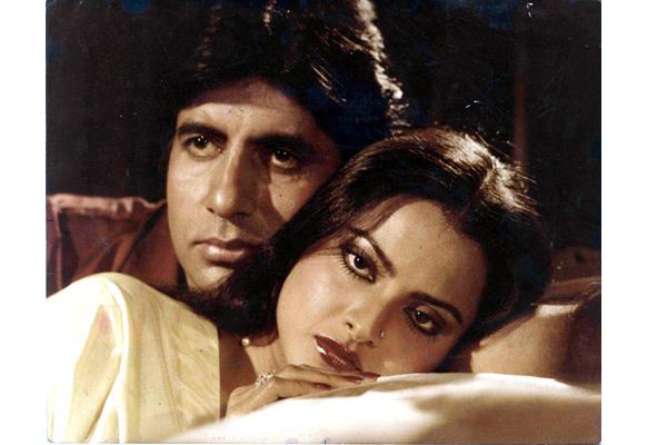 'सिलसिला' सिनेमात रेखाने चक्क आपला प्रियकर अमिताभ बच्चन आणि त्याची पत्नी जया बच्चन सोबत काम केलं.