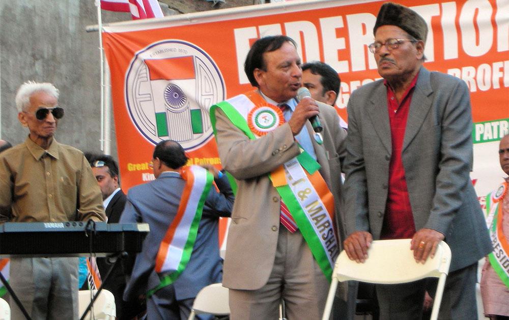 मन्ना डेंच्या पत्नी सुलोचना कुमारन यांचं २०१२मध्ये कॅन्सरनं निधन झालं... त्यांना शुरोमा आणि सुमिता या दोन मुली आहेत...