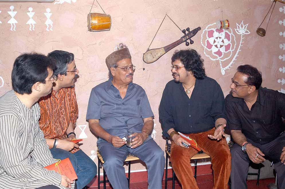 मन्ना डेंचं अखेरचं हिंदी गाणं म्हणजे २००६ मध्ये रिलीज झालेल्या 'उमर' चित्रपटातलं 'दुनियावालो की नही कुछ भी खबर' हे गाणं... गायक सोनु निगम आणि कविता कृष्णमूर्तीसोबत मन्ना डेंनी गायलं...