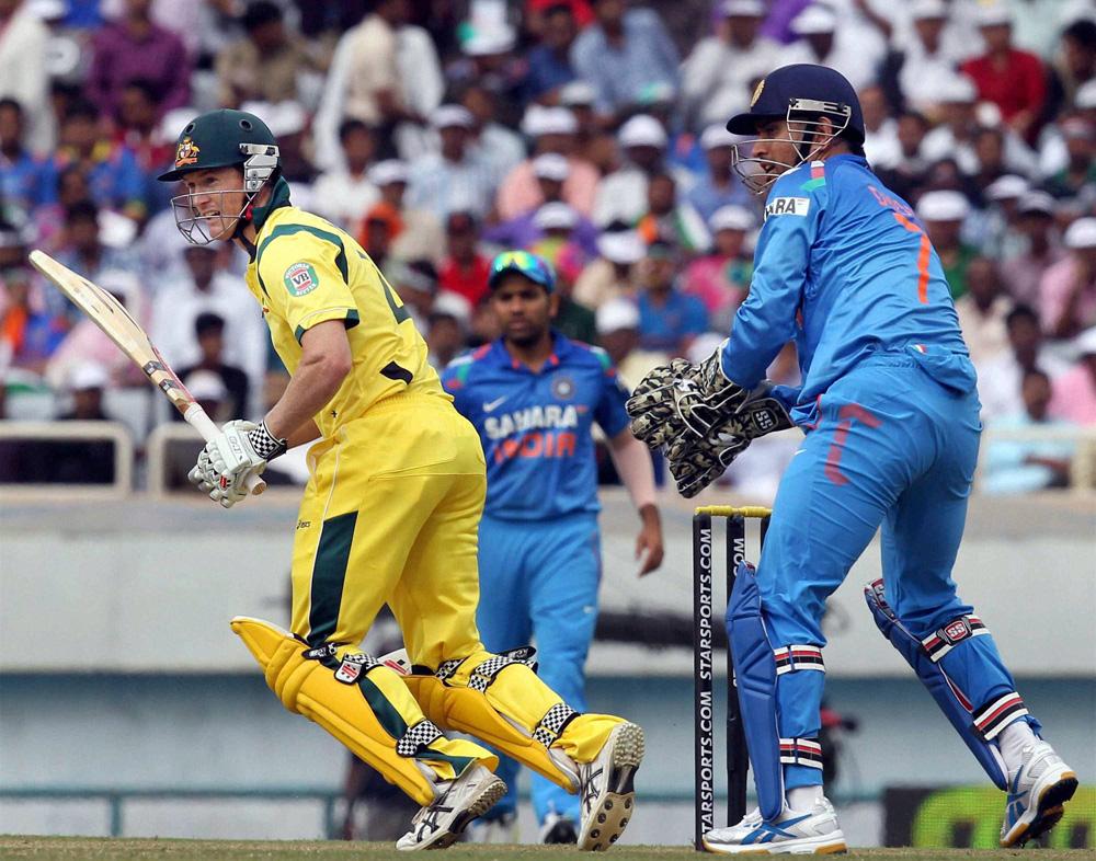 ऑस्ट्रेलियाचा कप्तान चौथ्या वन डेत फटकेबाजी करतांना...