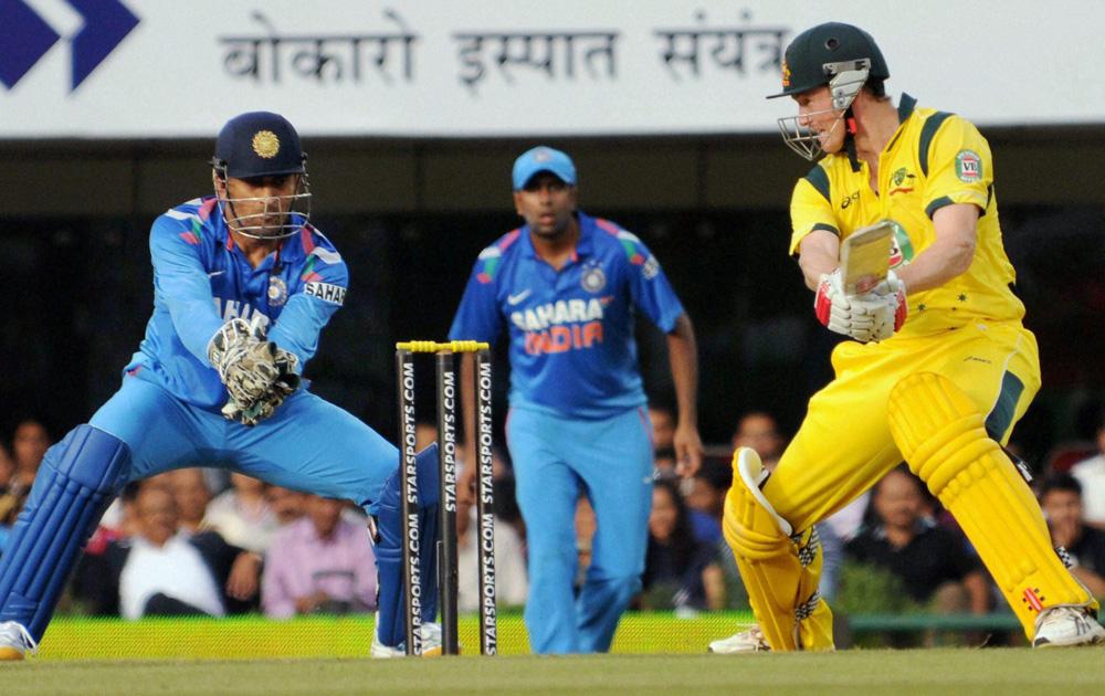 रांची इथं झालेल्या भारत-ऑस्ट्रेलिया चौथ्या वनडे मॅचमध्ये ऑस्ट्रेलियाचा क्रिकेटपटू खेळतांना...