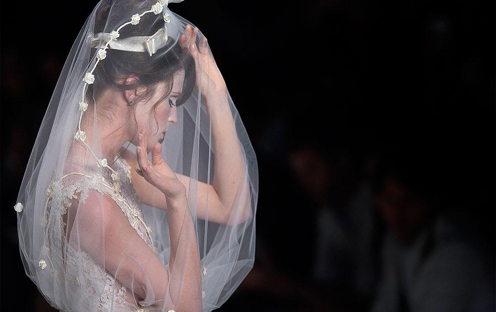 साओ पाउलो फॅशन वीकमधील एक मॉडेल