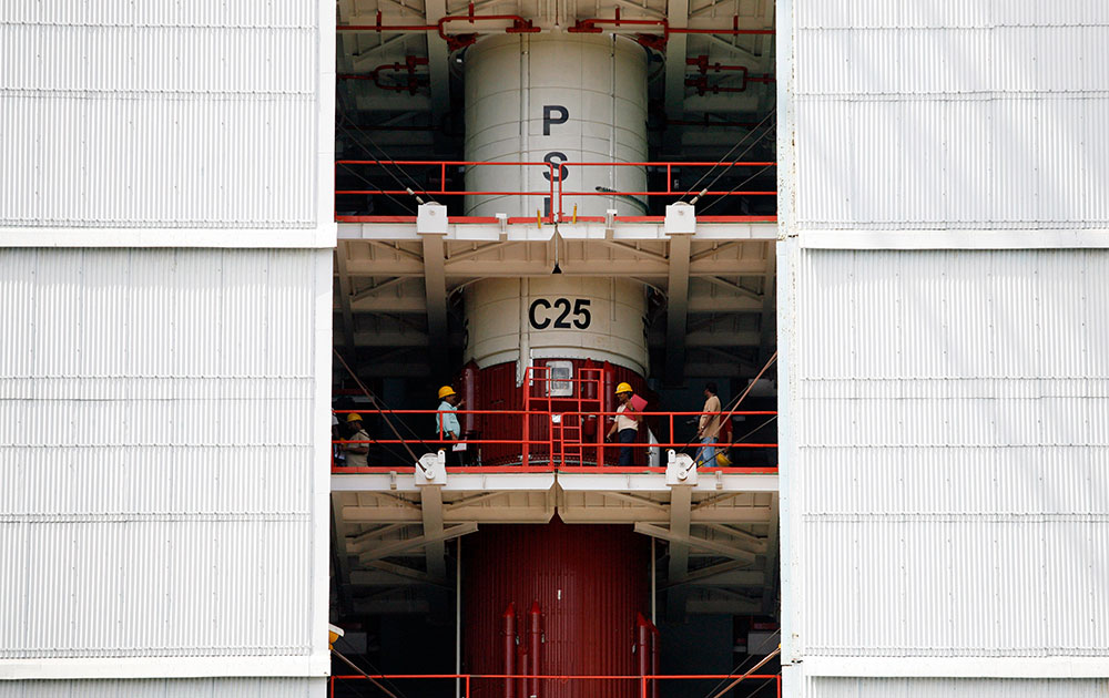 पीएसएलव्ही सी 25 रॉकेटच्या मदतीनं 'मंगळयान'  झेपावण्यासाठी....