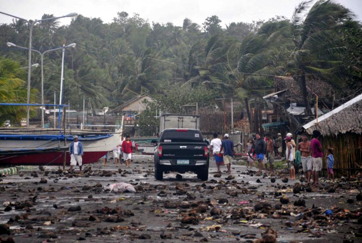 पूर्व फिलिपिन्समधील समार प्रांतामधील गुईआन शहरास हे वादळ धडकले.  या वादळाच्या पार्श्वभूमीवर सागरी प्रवास वा हवाई उड्डाणेही रद्द करण्यात आलीत.