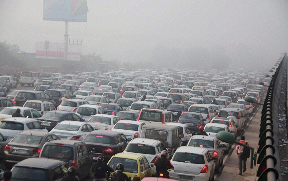 दिल्ली - गुरगाव हायवे वरचं ट्राफिक जाम