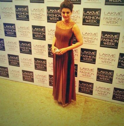 अभिनेत्री सोनाली बेंद्रे लॅक्मे फॅशन वीकसाठी आली तेव्हा... Pic Courtesy: Twitter