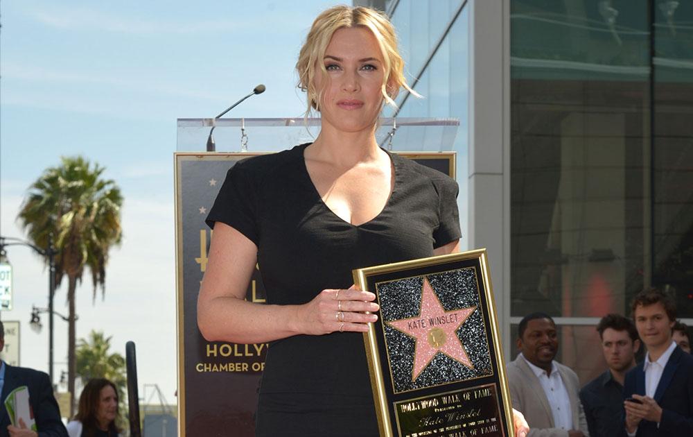 लॉस एंजिल्स येथे हॉलिवुड वॉकचा स्टार पटकाविल्यानंतर अभिनेत्री केट विन्सलेट