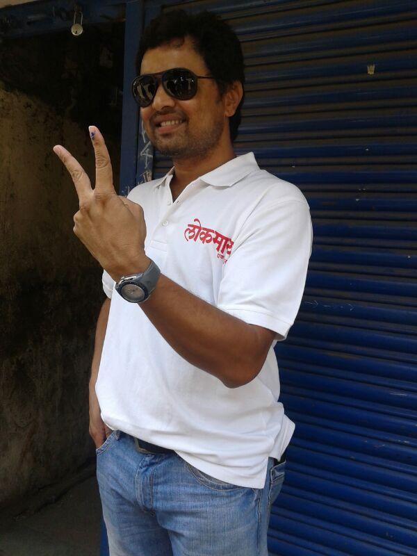 पुण्यात अभिनेता सुबोध भावेनं बजावला मतदानाचा हक्क