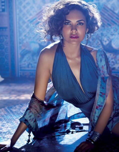 इशा गुप्ताचं हॉट फोटोशूट (सौजन्य: ट्विटर)