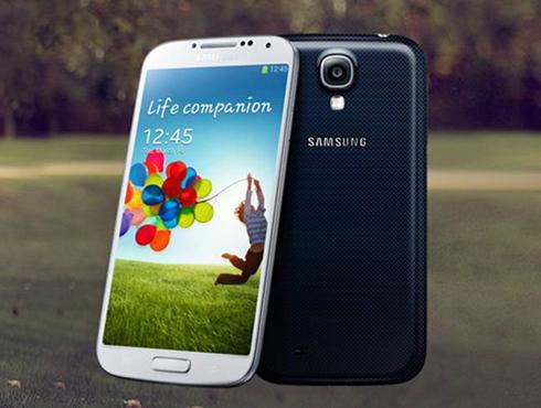 <h3>सॅमसंग गॅलक्सी एस४ (Samsung Galaxy S4)</h3><br/>पहिली किंमत:  ४१,५०० रुपये<br>आताची किंमत: २७,९०० रुपये<br><br>सॅमसंग गॅलक्सी एस ५ बाजारात आल्यानंतर सॅमसंग गॅलक्सी एस४च्या किंमतीमध्ये चांगलीच कमी आली आहे. या किंमतीमध्ये सॅमसंग गॅलक्सी एस४ हा चांगलाच पावरफुल फोन <br><br>आहे. यामध्ये क्वाड-कोर एग्जिनॉस प्रोसेसर, २ जीबी रॅम आणि १६ जीबी इंटरनल स्टॉरेजची क्षमता आहे. याचा १३ मेगापिक्सल्सचा कॅमेरा हा इतर कॅमेऱ्यापेक्षा चांगला मानला जातो. <br><br>यामध्ये ५ इंचची फुल एचडी एमोलेड डिस्प्ले स्क्रिन आहे.
