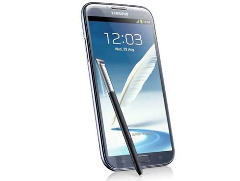 <h3>सॅमसंग गॅलक्सी नोट २ (Samsung Galaxy Note II)</h3><br/>पहिली किंमत:   ३९,९०० रुपये<br>आताची किंमत:  २७,००० रुपये<br><br>काही दिवसांपूर्वी नोट ३च्या लाँच होण्यानंतर सॅमसंगने नोट २ची किंमत कमी केली आहे. <br>यात नोट २ची सर्व खासीयत नाही, पण यात चांगला असा प्रेशर सेंसेटीव स्टइलस आहे. यात वाकॉम पेन टेक्नॉलजी आहे, जी ५.५ इंच डिस्प्लेवर चांगला प्रतिसाद देते.<br>यात एग्जिनॉस क्वॉड-कोर प्रोसेसर, २ जीबी रॅम आणि १६ जीबी इंटरनल स्टोरेज आहे. ८ मेगापिक्सल्सचा चांगला कॅमेरा आहे.
