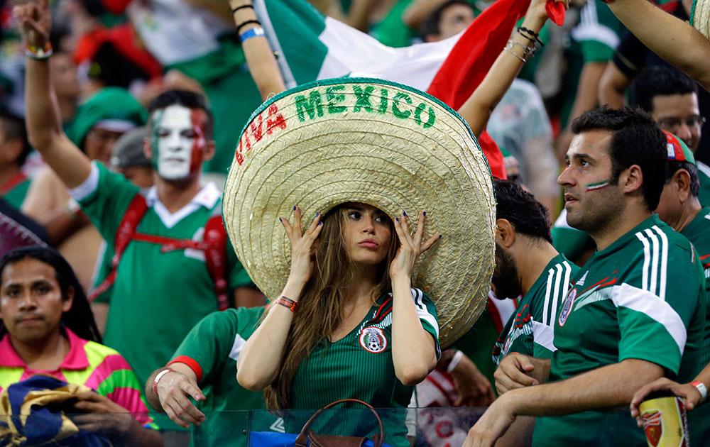 ब्राझीलमध्ये क्रोएशिया आणि मेक्सिको सामन्यादरम्यान मेक्सिकोचे चाहते.