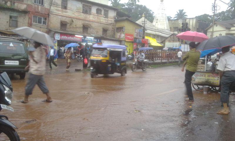 कोकणात मुसळधार पाऊस. रत्नागिरी शहरात पाणी साचलं