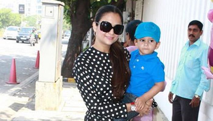 अजान आणि रयान लद्दाख आई -वडील : अमृता अरोरा आणि शकील लद्दाख अजान जन्म- 5 फेब्रुवारी 2010  रयान जन्म- 20 ऑक्टोबर 2012