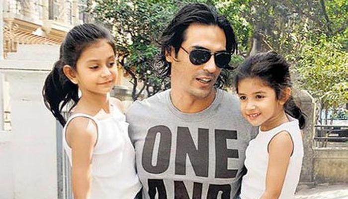 महिका आणि मायरा रामपाल आई -वडील : मेहर आणि अर्जुन रामपाल जन्म- २००५