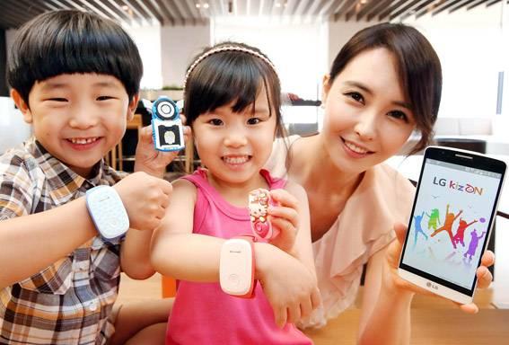 जीपीएस आणि वाय फायच्या माध्यमातून पालक स्मार्टफोन आणि टॅबलेटवर हे पाहू शकतात, की त्यांची मुलं नेमकी कुठं आहेत. पॅरेंटस वन स्टेप डायरेक्ट कॉलमधून तुम्ही तुमच्या मुलांशी बोलू ही शकतात. जर दहा सेकंदाच्या आत मुलांनी फोन घेतला नाही, तर किजऑनचे मायक्रोफोन अॅक्टीव होतील आणि तिथला आवाज ऐकू येणार आहे.